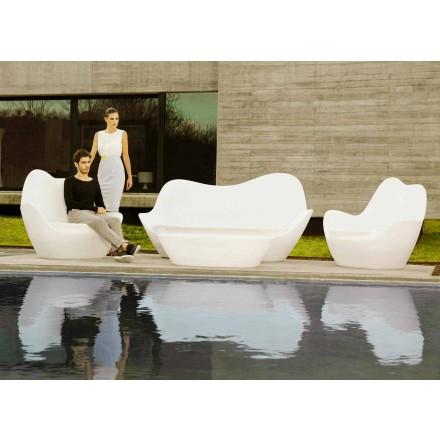 Modern utomhus soffa Sabinas av Vondom, gjord med polyeten