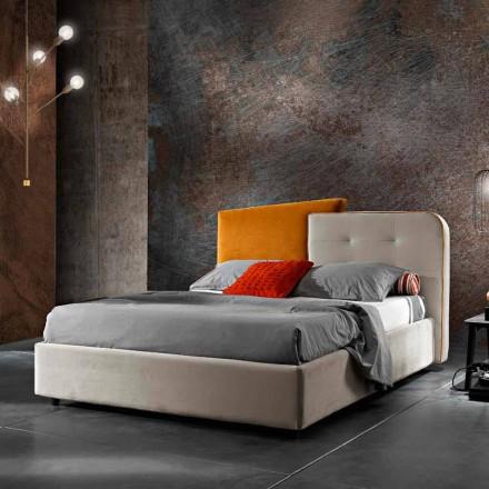 Dubbelsäng med modern design i grå och orange sammet - Plorifon