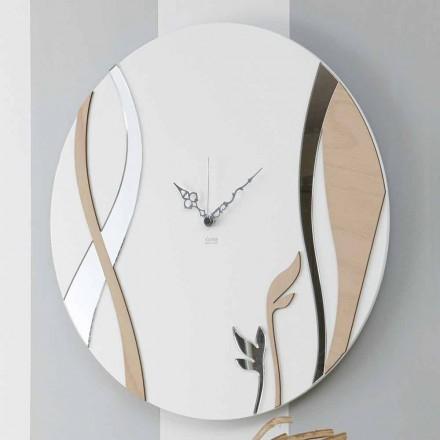 Modern och rund väggklocka med dekorerad trädesign - harmoni