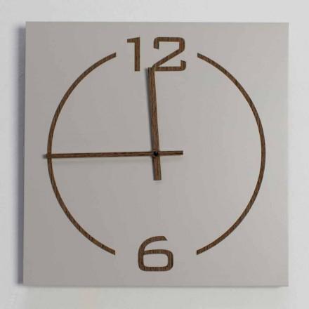 Väggklocka i fyrkantig och modern design i beige och brunt trä - Tabata