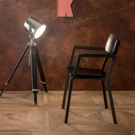 Elmas fåtölj med modern design i trä och metall