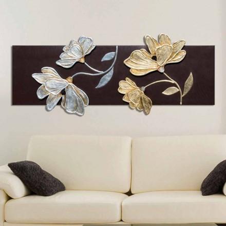 Bild med blommor dekorerade för hand i guld och silver Hermanblad