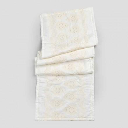 Rektangulär badmatta i naturligt vitt linne med gotiskt broderi - Muriel