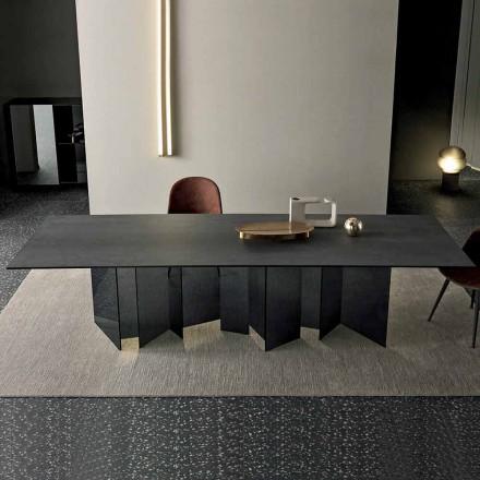 Design matbord i keramiskt och rökt glasunderlag i Italien - slumpmässigt