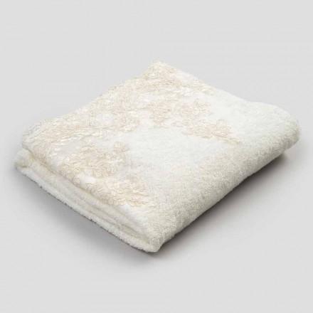 Handduk av bomullsfrotté med kant i linne och spets - Ginova