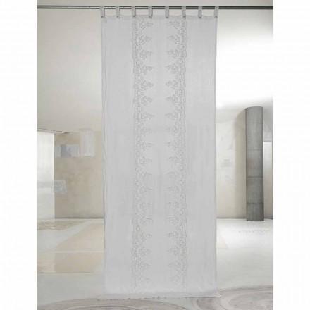 Vit och lätt linne gardin med central spets, elegant design - Geogeo