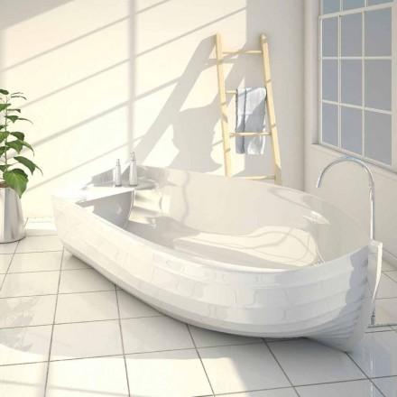 Design badkar i form av en Ocean båt gjord i Italien